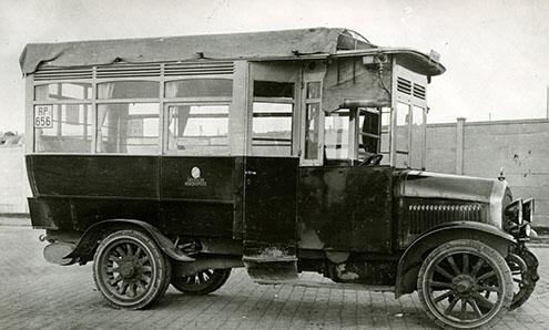 Primul autobuz cu motor diesel și injecție directă a fost cumpărat de un servicu poștal