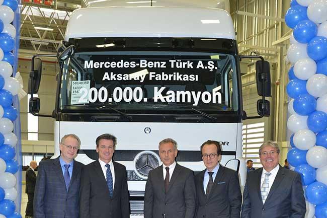 Daimler Trucks a vandut aproape 500.000 de camioane in 2014