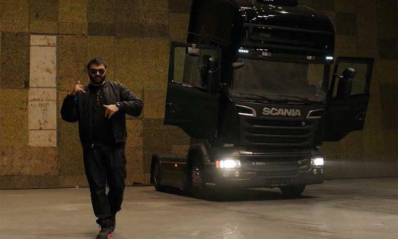 "Scania R580 V8 alaturi de Grasu XXL in ""Blana de urs"""