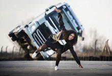 Volvo FH condus pe doua roti in serialul Reality Road