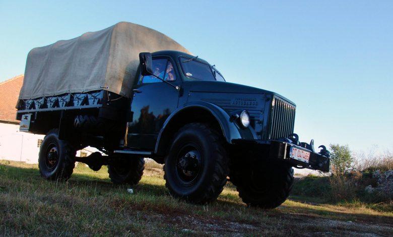 Colecționarul de camioane ZIL și GAZ