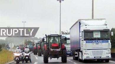 Camioanele și tractoarele au blocat autostrada spre Calais