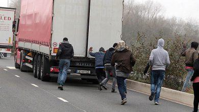 Peste 3.000 de migranți descoperiți în camioanele de la Calais