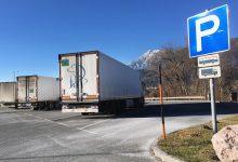 Închiderea parcărilor de camioane noaptea nu rezolvă criza migranților