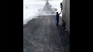Pilotul unui elicopter militar rătăcit cere ajutorul unui camionagiu