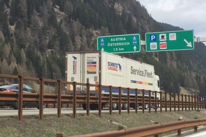 Autobrennero vrea să extindă la 24 ore interdicția de depășire pentru camioanelor