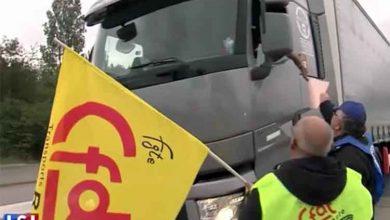 Șoferii de camion alături de alți sindicaliști francezi au intrat în grevă