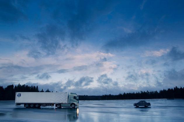 Cum modelează Volvo Trucks siguranța activă a camioanelor viitorului