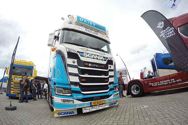 Camionul Scania S580 V8 Highline al companiei Dairytop
