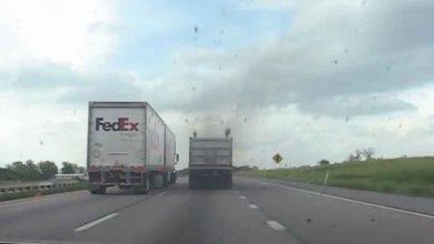 Un Peterbilt 379 umilește un șofer de Honda pe autostradă în SUA (VIDEO)