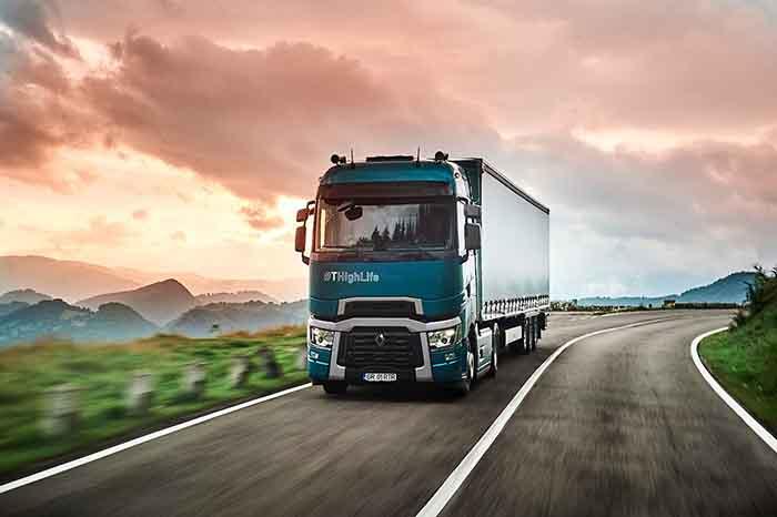 Un camion cu priză la clienții din România