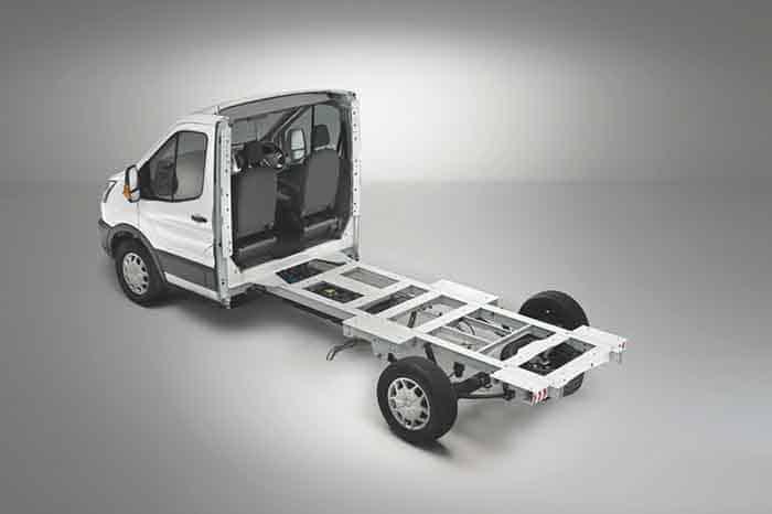 Ford Transit este disponibil cu versiune de șasiu mai ușor