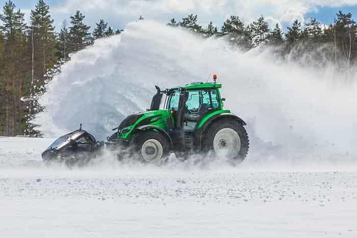 Record modial de deszăpezire stabilit de un tractor autonom Valtra T254 Versu