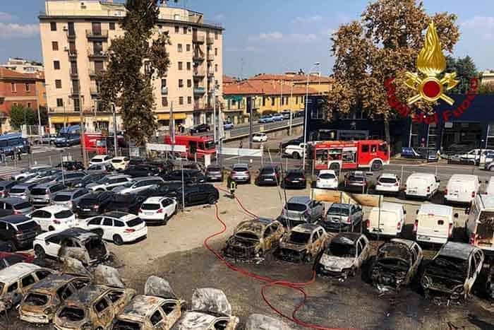 Tragedia de la Bologna, în care o cisternă încărcată cu gaz a explodat în urma impactului violent cu un alt camion staționat în trafic, lasă în urmă multe întrebări.