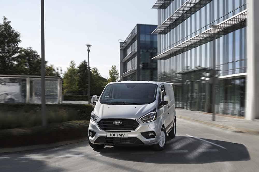 Ford a lansat versiunea Transit Custom PHEV