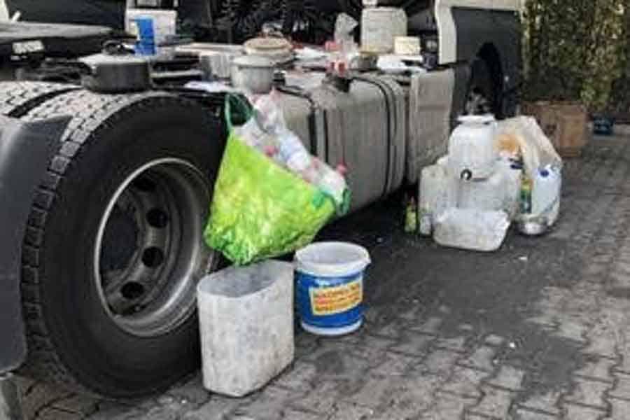 Șoferi filipinezi ținuți în containere și plătiți cu 1.000 de euro