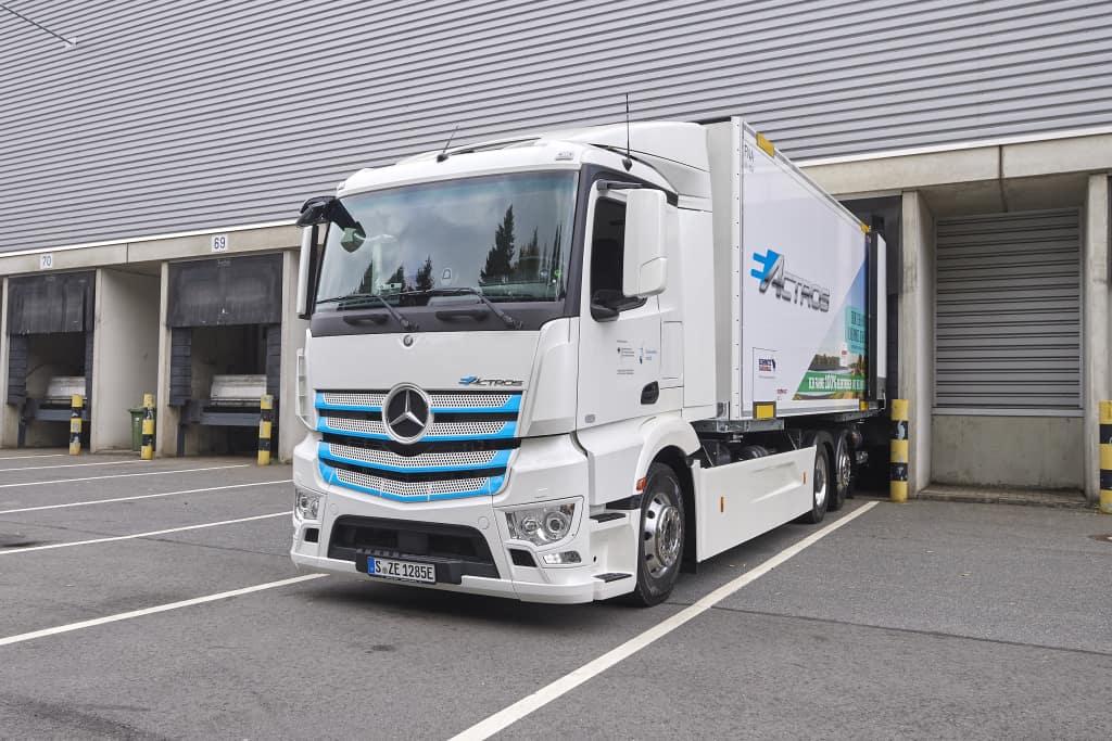 Camionul electric eActros testat de Edeka, Meyer-Logistik și TBS Transportbeton