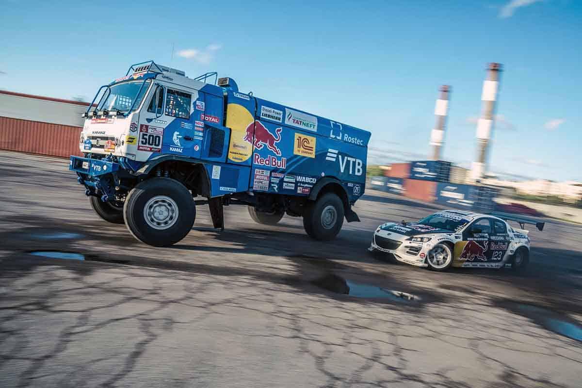 De-a latul cu un camion Kamaz în uzina Kirov din Sankt Petersburg