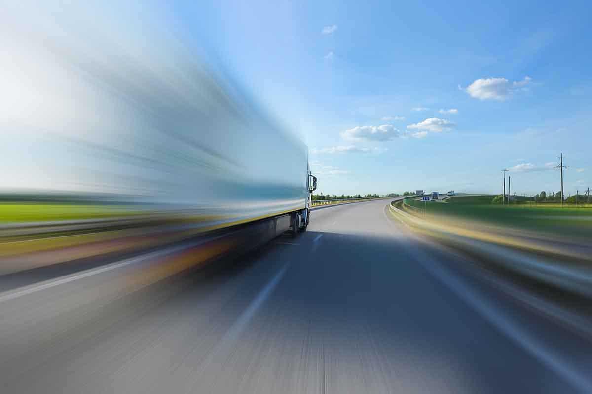 Noi reguli privind accesul la profesia de operator de transport și cabotaj, adoptate de Comisia TRAN