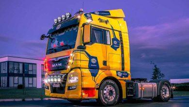 Noile blocuri optice Hella prezentate pe un camion de show MAN