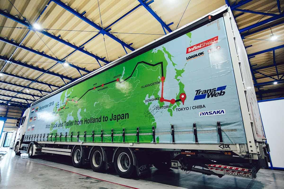Distanța dintre Olanda și Japonia parcursă pe roți de două Scania S 410