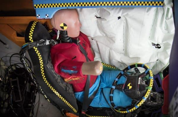 Noua generație de camioane Scania poate fi echipată cu airbag-uri laterale tip contină