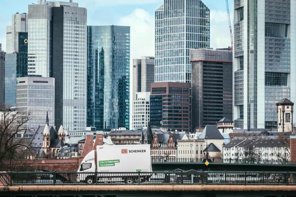 DB Schenker și FUSO extind parteneriatul în domeniul camioanelor ușoare 100% electrice