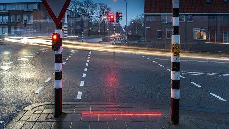 Semafoare integrate în asfalt pentru protecția pietonilor dependenți de telefoanele mobile