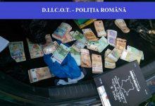 Șoferi de camion români vizați într-o anchetă europeană de trafic de migranți și spălare de bani
