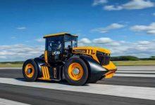 JCB Fastrac 8000 a devenit cel mai rapid tractor agricol din Marea Britanie