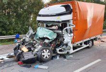 Șoferul unui furgonete cu prelată și-a pierdut viața într-un accident rutier pe A 7 din Germania
