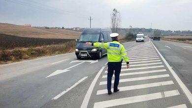Peste 1.000 de vehicule care efectuau transport neautorizat de persoane, depistate de Poliția Română