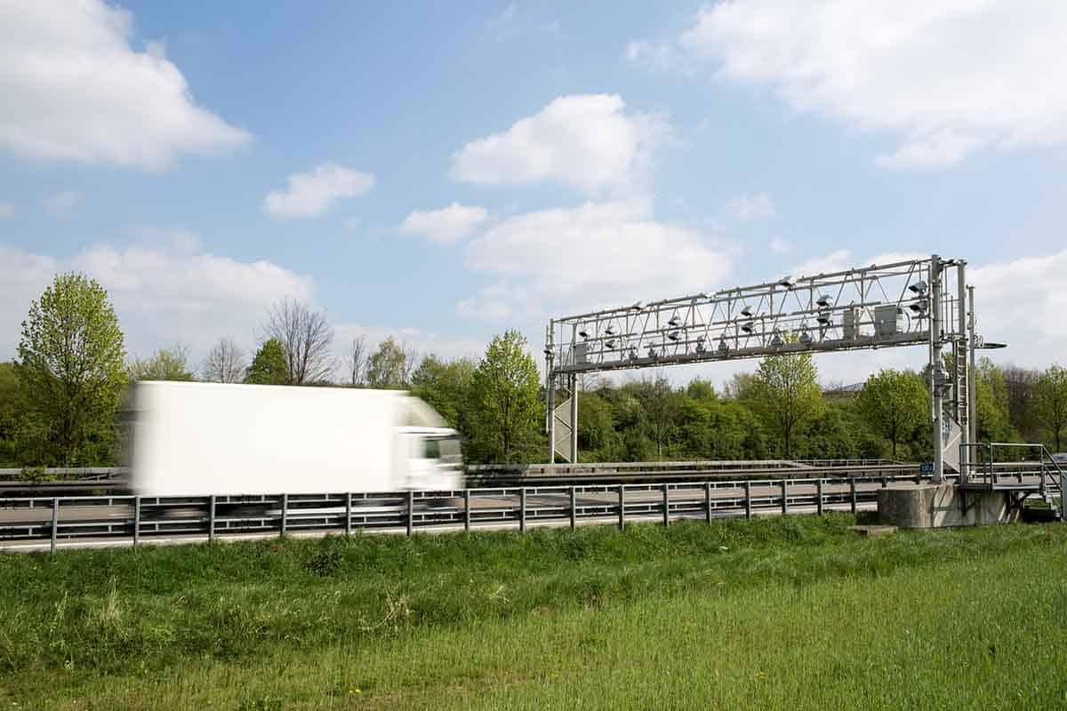 Daimler Trucks învață camioanele să efectueze plăți electronice