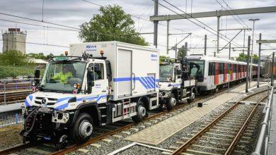 Două Unimog U 423 pot tracta în tandem o garnitură de metrou de 200 de tone