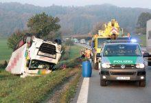 Un camion condus de un șofer român s-a răsturnat pe A 8 în Austria
