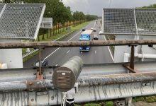 Poliția olandeză utilizează camere inteligente pentru depistarea șoferilor distrași