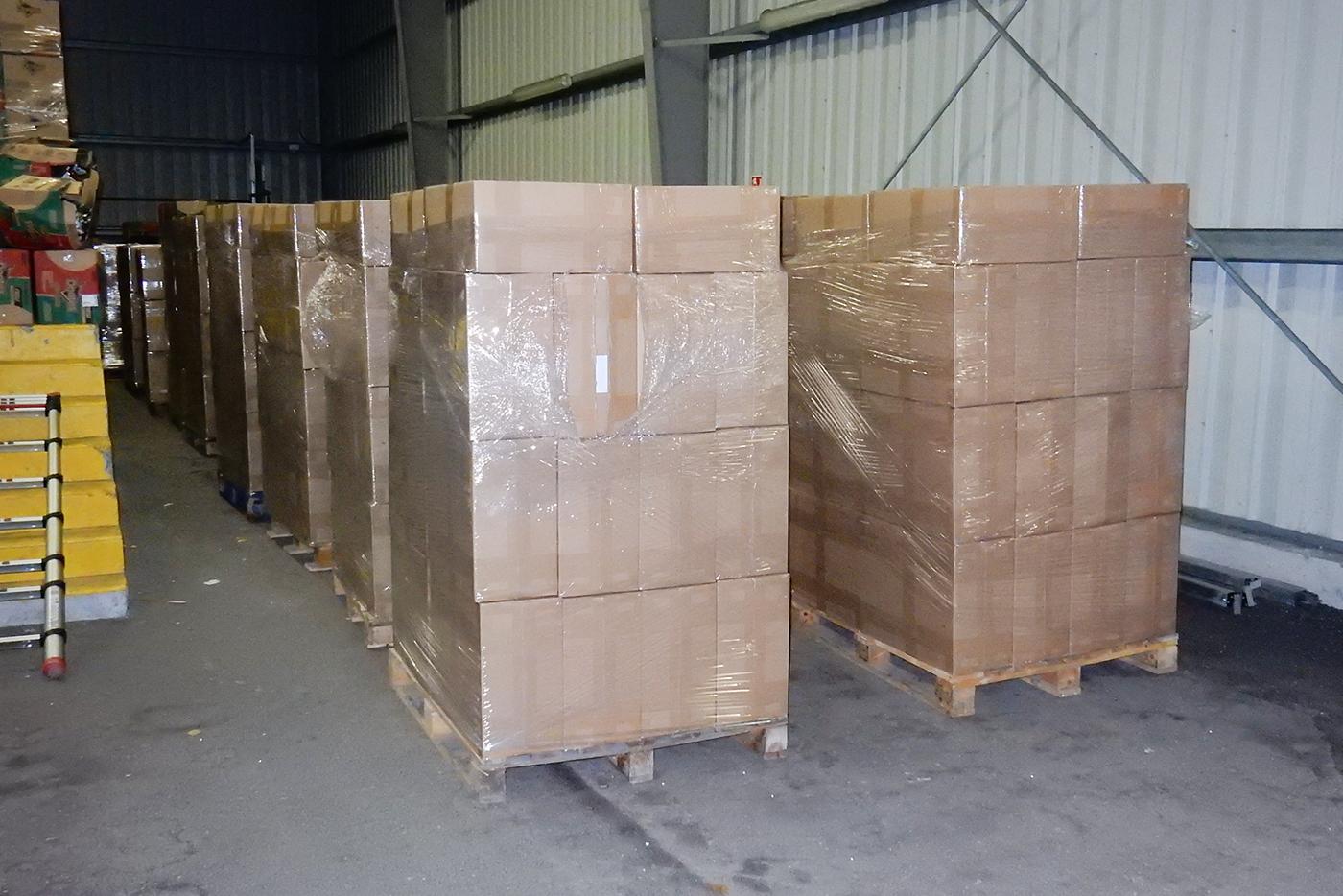 15 tone de tigări de contrabandă confiscate la Calais și Dunkerque