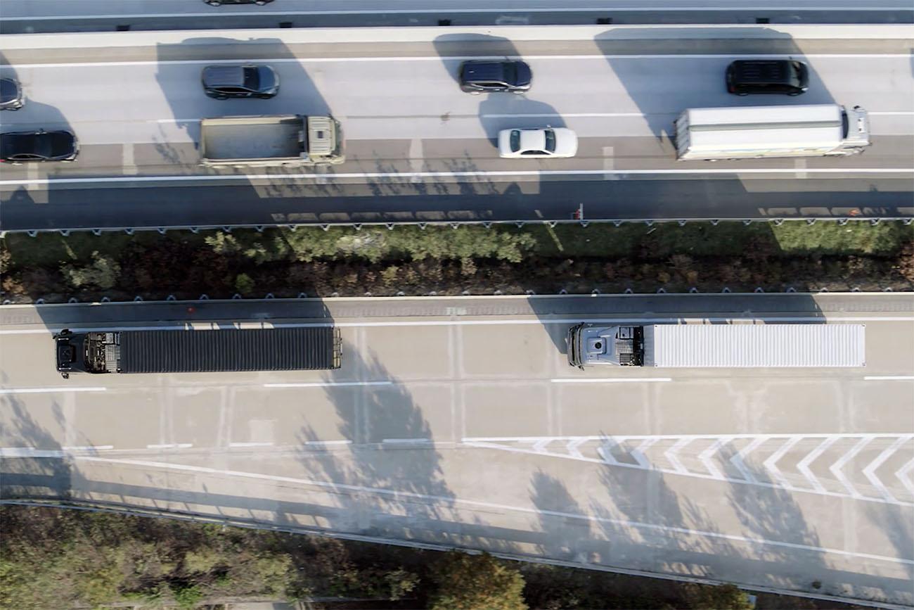 Hyundai a finalizat cu succes primul test în trafic real cu camioane conectate în pluton