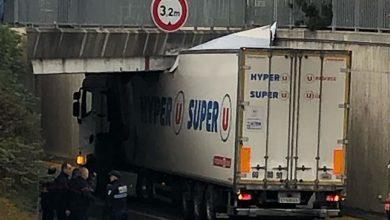 Blocat sub un pod feroviar, în Franța, după ce a ignorat limita de înălțime