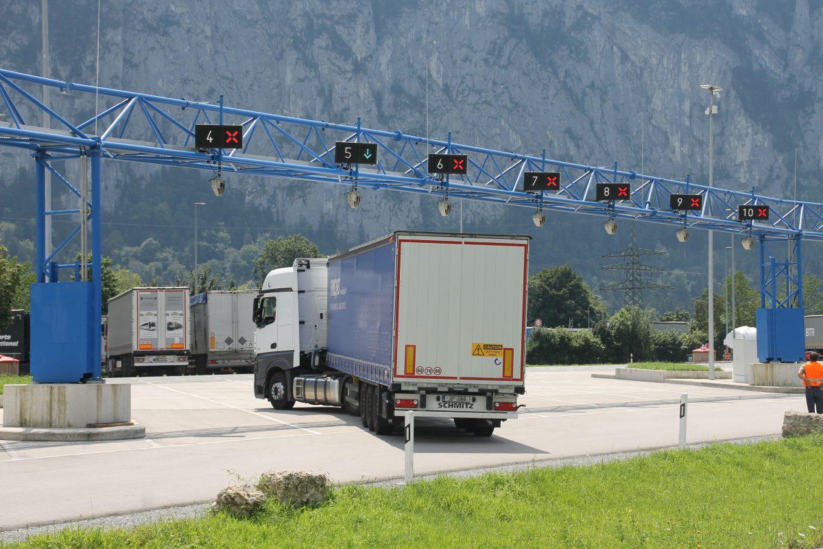 Sistemul inteligent de parcare în coloană a camioanelor din Germania