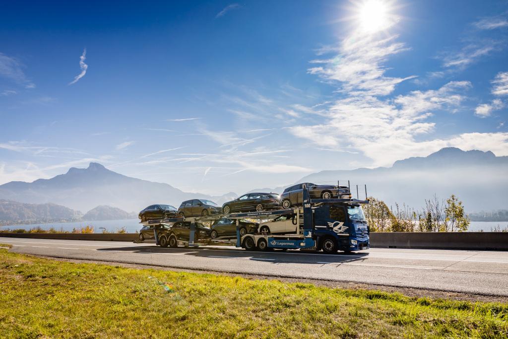 Noul Actros cu MirrorCam a fost omologat și pentru transportul de autovehicule finite