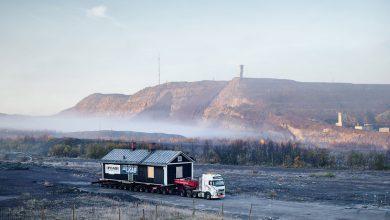 Mai multe case din orașul suedez Kiruna a fost relocat cu ajutorul camioanelor Volvo