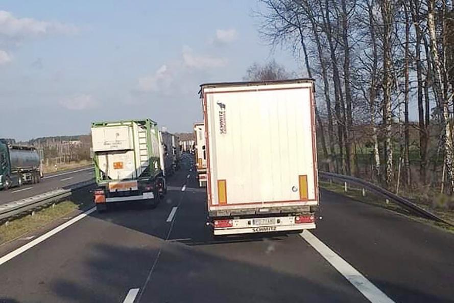 Controalele medicale au dus la cozi kilometrice pe autostrăzile spre Polonia