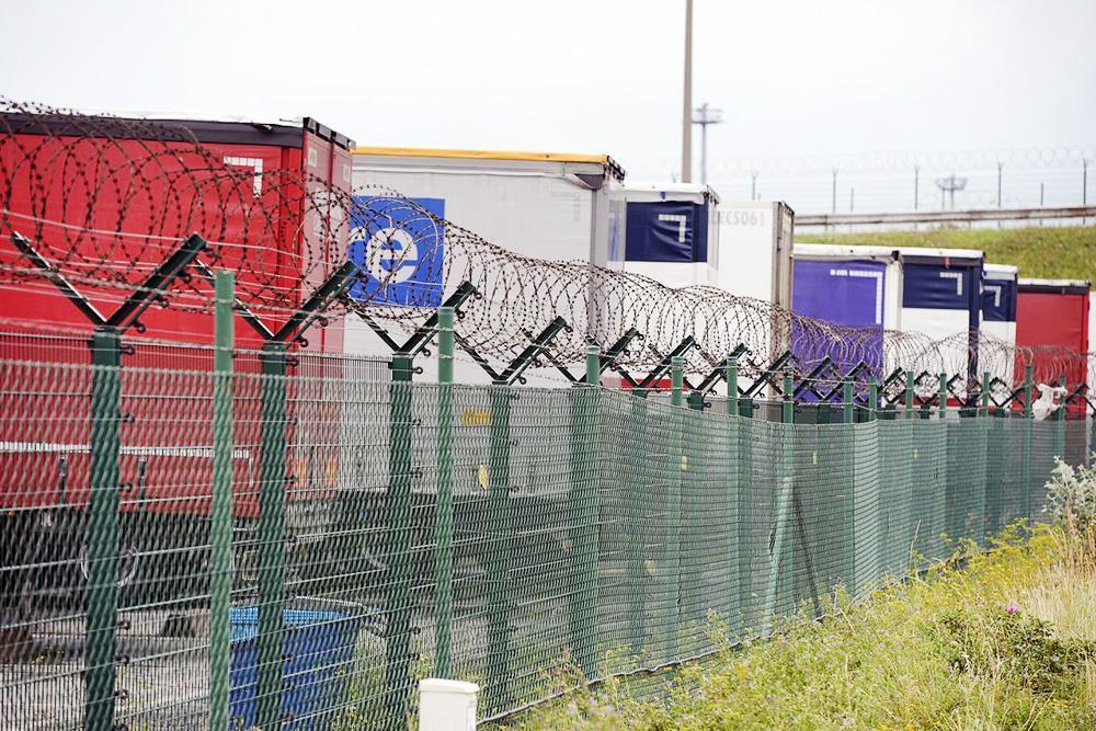 Zeci de camioane ale VOS Logistics sechestrate de autoritățile belgiene