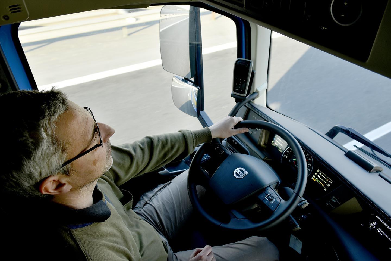 """Comisia Europeană cere desemnarea urgentă a punctelor de frontieră cu """"benzi verzi"""" pentru transportul de mărfuri"""