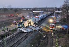 Un tren încărcat cu camioane a fost implicat într-un accident feroviar grav în Germania