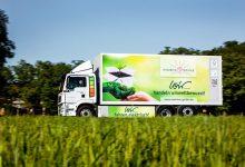 Friedrich Wenner transportă cutii și produse din carton cu un camion electric MAN eTGM
