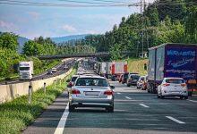 Germania: 20 de șoferi de camion amendați pentru că n-au format culoar unic de salvare
