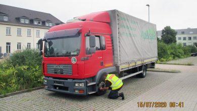 Un transportator român și șoferul acestuia, amendați cu peste 8.500 de euro în Germania