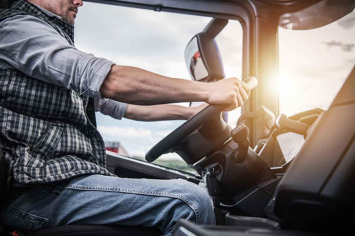 IRU vrea ca permisul de camion să poată fi obținut de la vârsta de 18 ani
